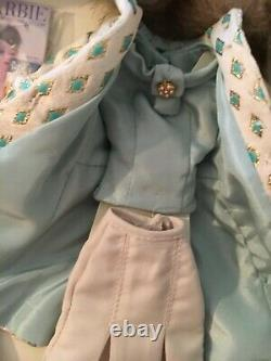 Silkstone Continental Holiday Barbie Doll Giftset. Limited Edition. 2001 NFFB
