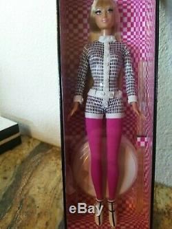 2003 Un Signe De Tête Pour Mod Barbie Nrfb Mint # G6261 Gold Label Limited Edition