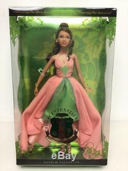 Aka Alpha Kappa Alpha Sorority Centennial 2008 Edition Limitée Poupée Barbie # L9657