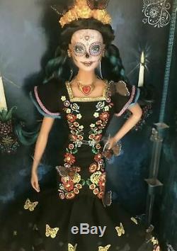 Barbie Jour Des Morts Dia De Los Muertos Limited Edition Doll Dans La Main