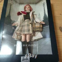 Burberry 2000 Barbie Limited Edition Red Hair Rare Poupée