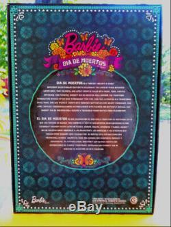 Jour Barbie Of The Dead Dia De Los Muertos Limited Edition Doll Dans La Main