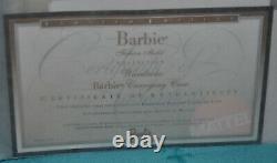 Limited Edition Barbie Armoire Mallette De Transport Avec Vêtements Et Barbie Inclus
