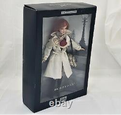Mattel Burberry Barbie Doll Limited Edition 2000 Complet 29241