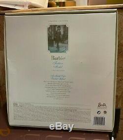 Silkstone Un Modèle De Vie Barbie Giftset Nrfb B0147 Limited Edition